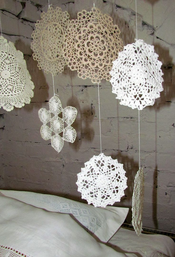 A detail picture of the curtain of doilies