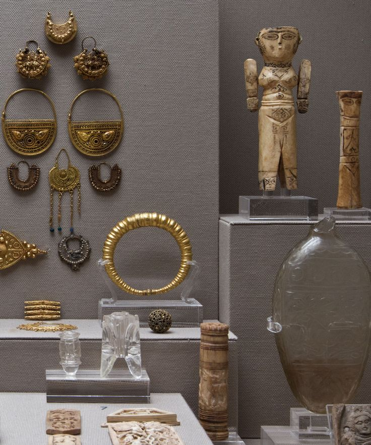 Jewellery andivory carvings from Egypt, Syria and Iran, 8th-12th c.at the Benaki Museum of Islamic Art in Athens, Greece. Photo© Costas Voyatzis.