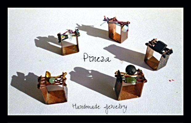 handmade ring | myartshop Δαχτυλίδια σε τετράγωνο σχέδιο με διάφορα χρώματα κλωστές & ημιπολύτιμες πέτρες.