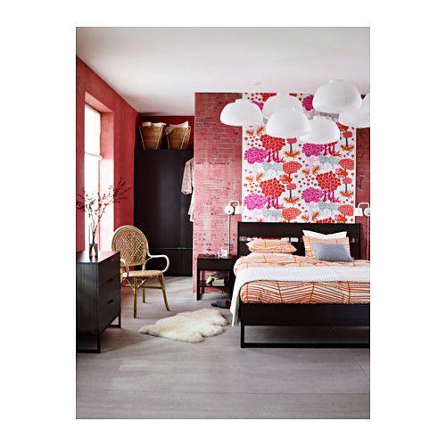 TRYSIL Struttura letto IKEA La testiera inclinata ti permette di stare seduto comodamente nel letto.