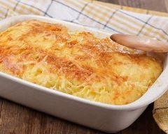 Hachis parmentier au jambon blanc de ma grand-mère : http://www.cuisineaz.com/recettes/hachis-parmentier-au-jambon-blanc-de-ma-grand-mere-74393.aspx