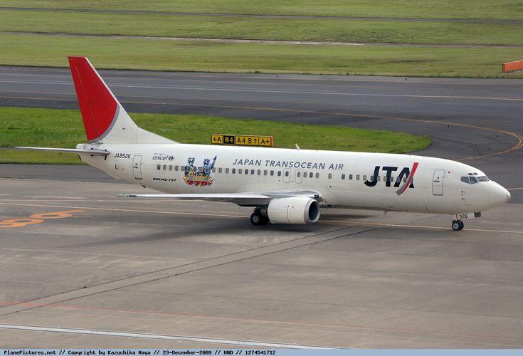 Japan TransOcean Air-JTA (JP) Boeing 737-4Q3 JA8526 aircraft, with the sticker ''Ryukyu Mabuya campaign scheme& UNICEF'' on the airframe, skating at Japan Tokyo Heneda International Aierport. 22/05/2010. (