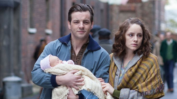Gethin is guest starring on BBC's Call the Midwife...AND ADHHNDFGFHHHH GETH WITH A BABY!