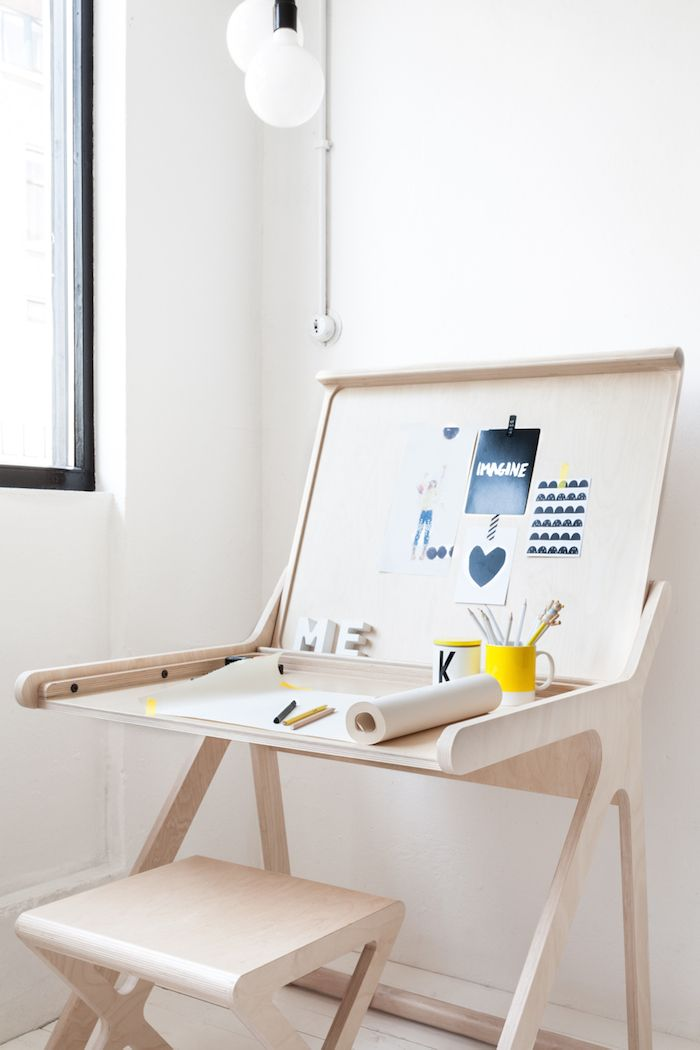 We heart this simple Rafa Kids desk for a #boys #bedroom #playroom
