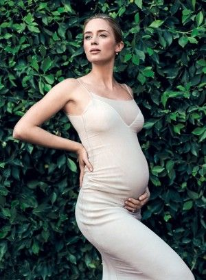 new pregnant celebrities emily blunt