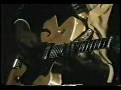 John Lee Hooker: Boom boom... Je l' ai vu et écouté à La Maison de la Culture à Rennes dans les années 70 ... Il est arrivé avec 1 h 30 de retard, complètement bourré, il a chanté trois blues, assis sur une chaise, quand il levait les deux pieds, c'était le délire dans la salle... A la fin , une bonne partie d' entre nous, est allée danser sur l' avant-scène... Quel souvenir!!!