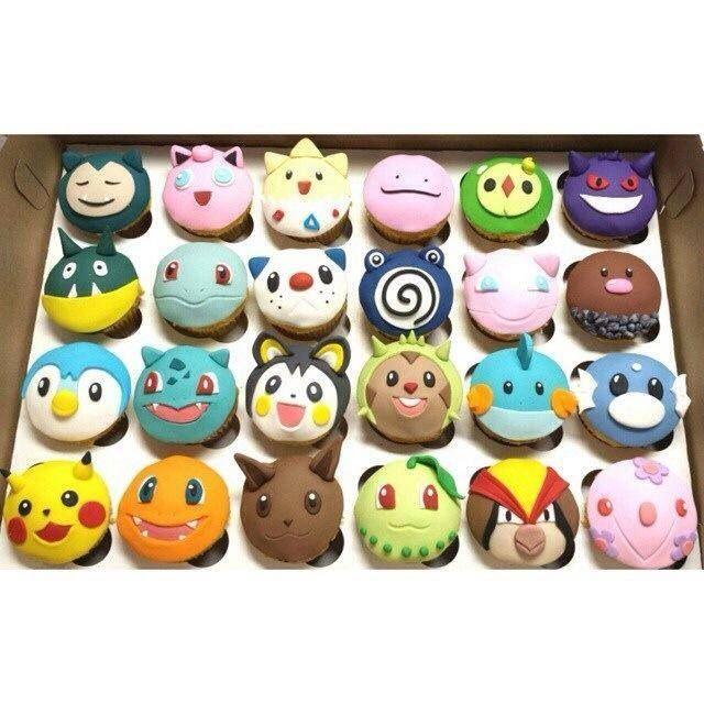 Mit etwas Basteltalent könnt ihr Muffins als Pokémon verkleiden. | Pokémon-Party Kindergeburtstag Essen backen Cupcakes