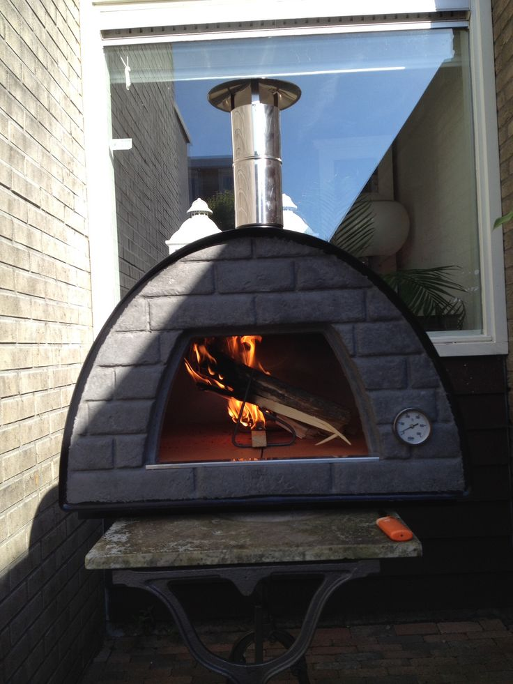 Our new gadget: wood fire pizza oven. Not easy to handle but yammy pizza's
