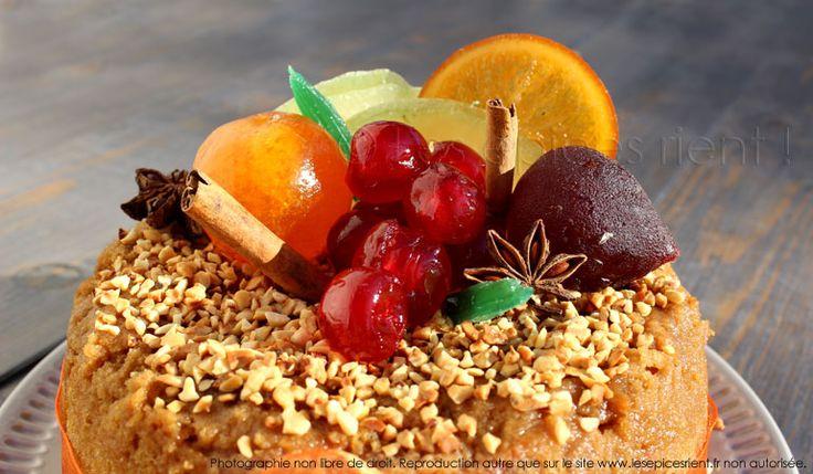 Décor charlotte de Noël au pain d'épices, fruits confits et Whisky