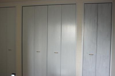 自分で作るインテリアと雑貨 クローゼットの扉塗り