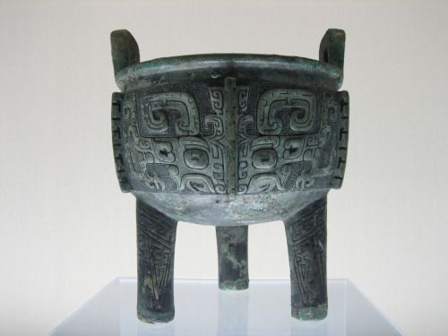 fightingthroughthewhisky: Bronze ding, courtesy... - Asian History