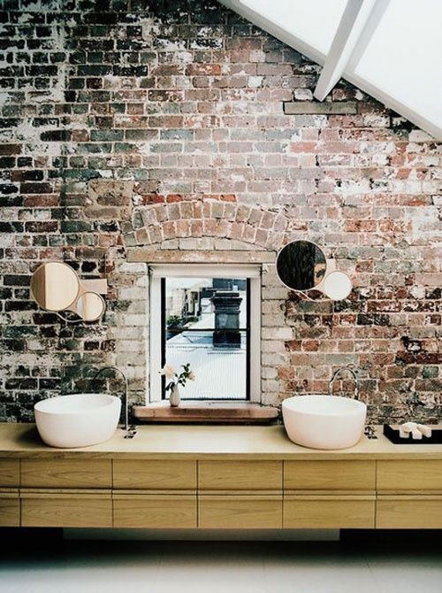 Loving the raw brick wall in this bathroom. Gorgeous. Brilliantly simple look.