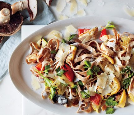 Comfort Food Recipes Packed with Superfoods: Garden Chicken Alfredo. Yogurt subs for heavy cream, so it's lowfat and only tastes splurgy. #SelfMagazine