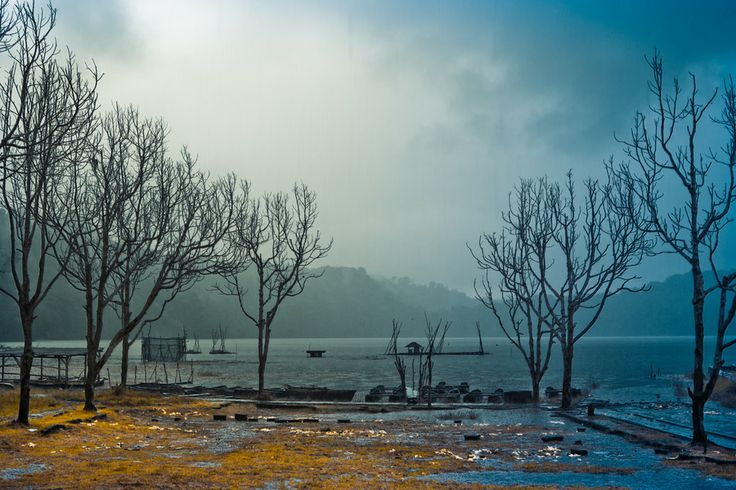 Tamblingan lake on rainy day by Noor Fithriya on 500px