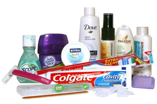 Je appris vocabulaire sur des articles de toilette et l'utilisation de produits de toilette  Vocab se laver , le savon , le déodorant , le bain moussant , le shampooing , le baume démêlant , se brosser les cheveux , la brosse à cheveux , le peigne , se raser , le rasage , la crème à raser , le rasoir , le rasoir électrique , se maquiller , le maquillage ,