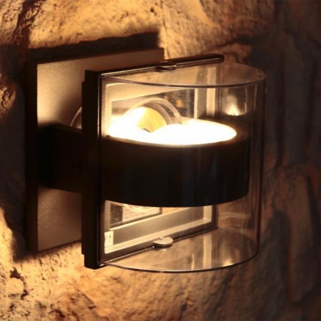 LUTEC Außenwandleuchte DELTA Durch die Blende verteilt sich das helle Licht der E27-Lampe bis 60 Watt so, dass man aus allen Perspektiven geradewegs in die Leuchte gucken kann, ohne dass die Augen geblendet werden. Passende Leuchtmittel finden Sie bei uns natürlich in allen Varianten. Mit ihrem IP44-Schutz trotzt die moderne Außenwandleuchte DELTA auch widrigsten Witterungen mit anhaltenden Niederschlägen.