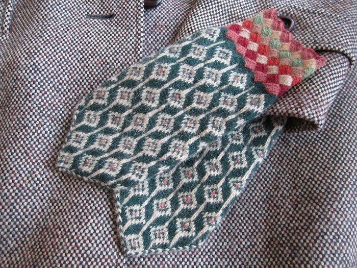Estonian wool mittens designed and knitted by Kati Kuusemets. Pattern from Palamuse, central Estonia.
