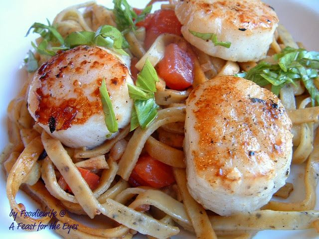 A Feast for the Eyes: Perfectly Seared Scallops & Pasta, adapted from Steamy Kitchen I have made this several times now, today with some large prawns and it is excellent!!