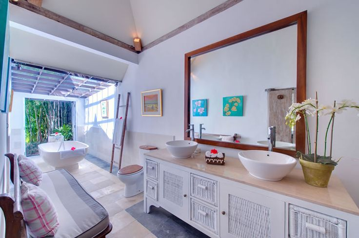 Page 2 « Photo gallery | The Orchard House – Seminyak 4 bedroom luxury villa, Bali - Orchard House - guest bathroom