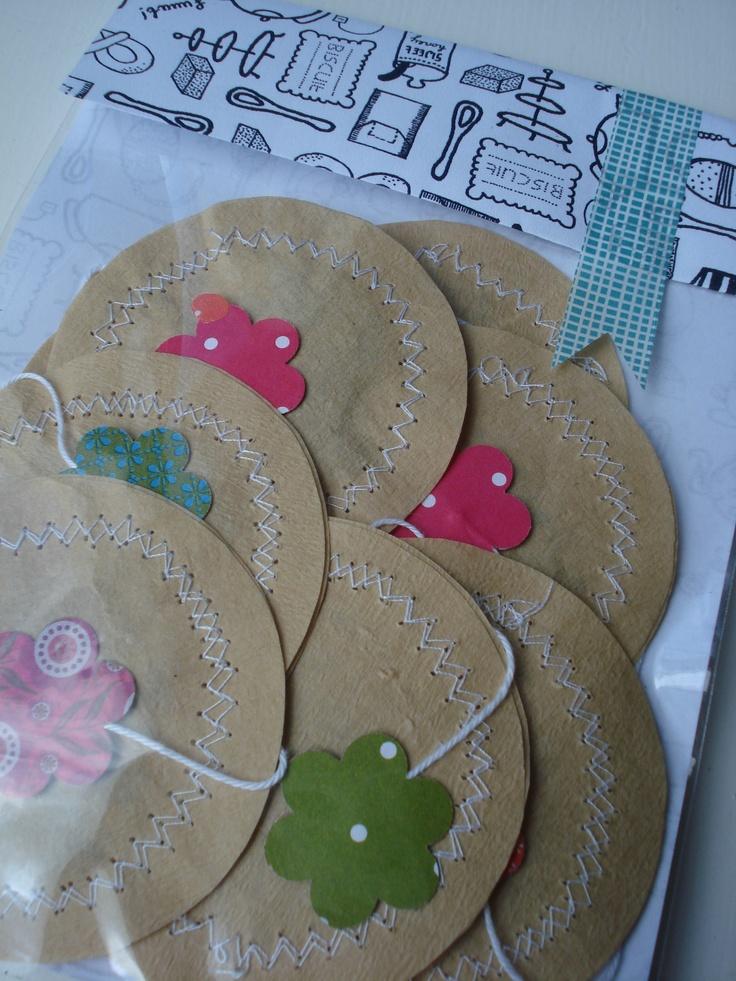 Anne Copier | theezakjes met losse thee, verpakking van patroonpapier. Idee van blog Gras Tussen Je Tenen.