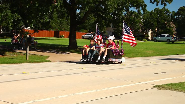 This is a video of a Texas famous motorized couch in Double Oak Texas. This couch has won several awards and is featured in several parades each year.