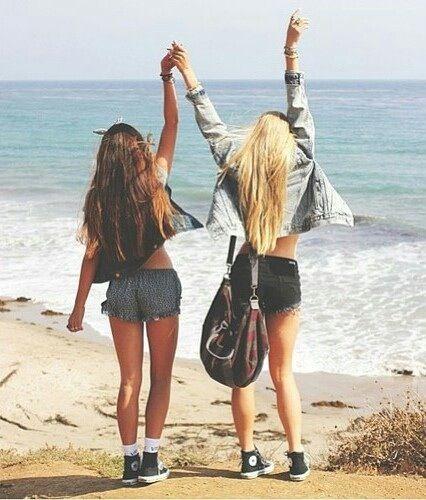 Imagem de girl, beach, and friends