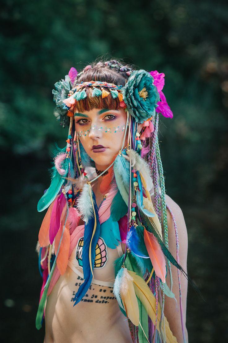 Handmade feather headband by Carbickova bijoux.