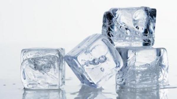 Suka Mengunyah Es Batu? Ini Dampak Negatifnya bagi Kesehatan Gigi