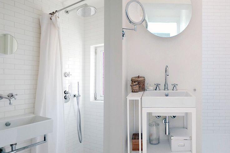 sea house, bathroom, white tiles, white brick. round mirror