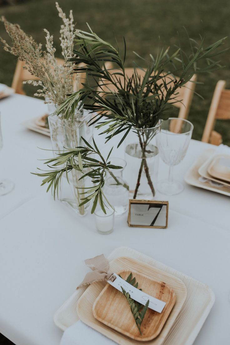 Natural Wedding Table Setting With Greenery And Eco Friendly Details In 2020 Wedding Table Settings Wedding Decorations Table Settings Wedding Table