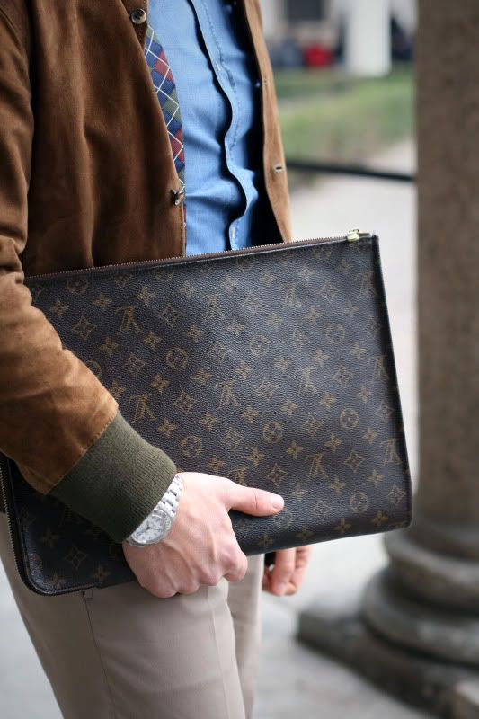 LV document case.