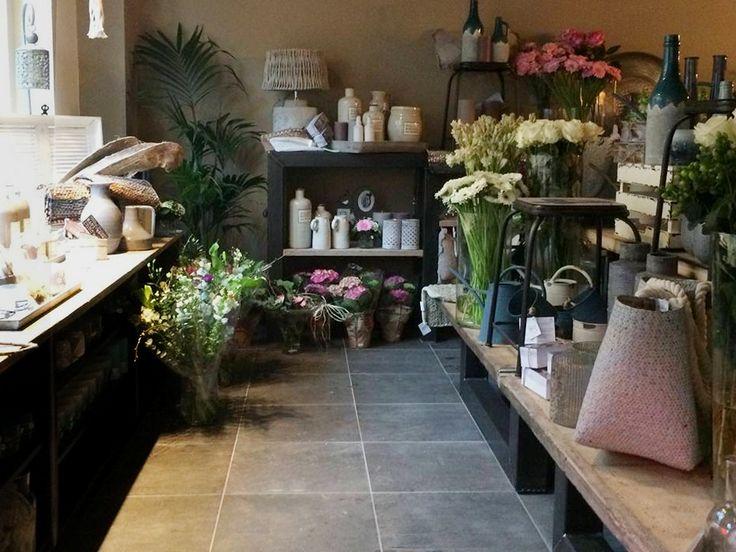 25 beste idee n over bloemenwinkel interieurs op pinterest bloemenwinkel ontwerp - Koffiebar decoratie ...