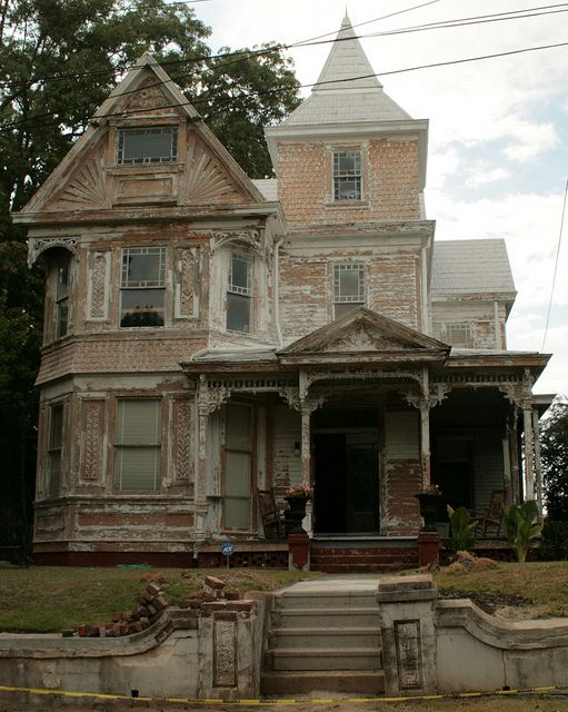 House in Natchez, Mississippi. Isn't it ravishing? Take her as she is or imagine what you could do with the right budget.