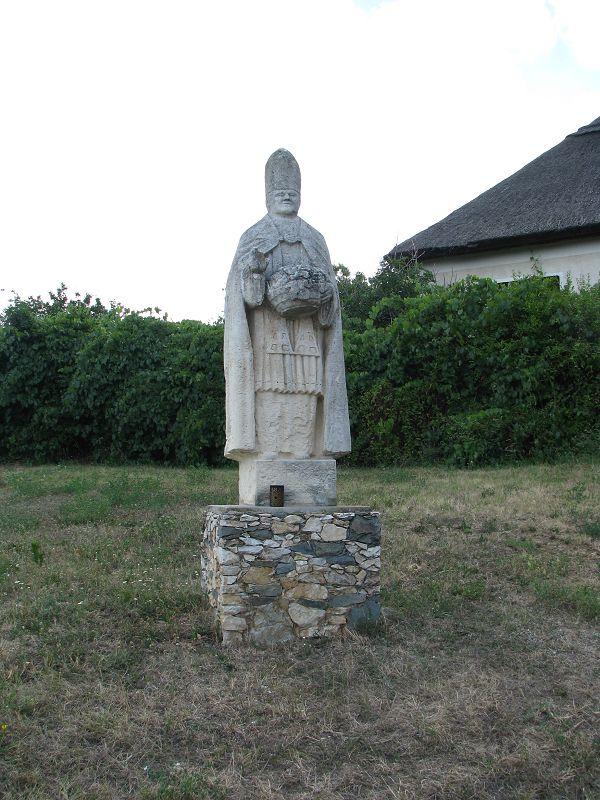 Szent Orbán szobor (Velence) http://www.turabazis.hu/latnivalok_ismerteto_5065 #latnivalo #velence #turabazis #hungary #magyarorszag #travel #tura #turista #kirandulas