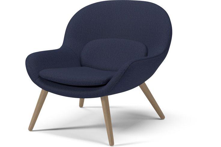 Både nordisk och modern men samtidigt referenser till 1950- och -60-talets klassiska fåtöljer: Philippa av designgruppen Busetti Garuti Redaelli har en organisk form och mjuk komfort i fokus.
