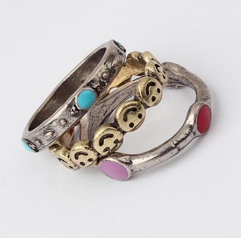Купить 2015 новое поступление кольца для женщин старинные кольца улыбающееся лицо мода кольцо 3 шт./компл. ( цвет как показано на изображение ) бесплатная доставкаи другие товары категории Кольцав магазине Baylin jessie's storeнаAliExpress. кольцо переключить и кольцо кольцо wav