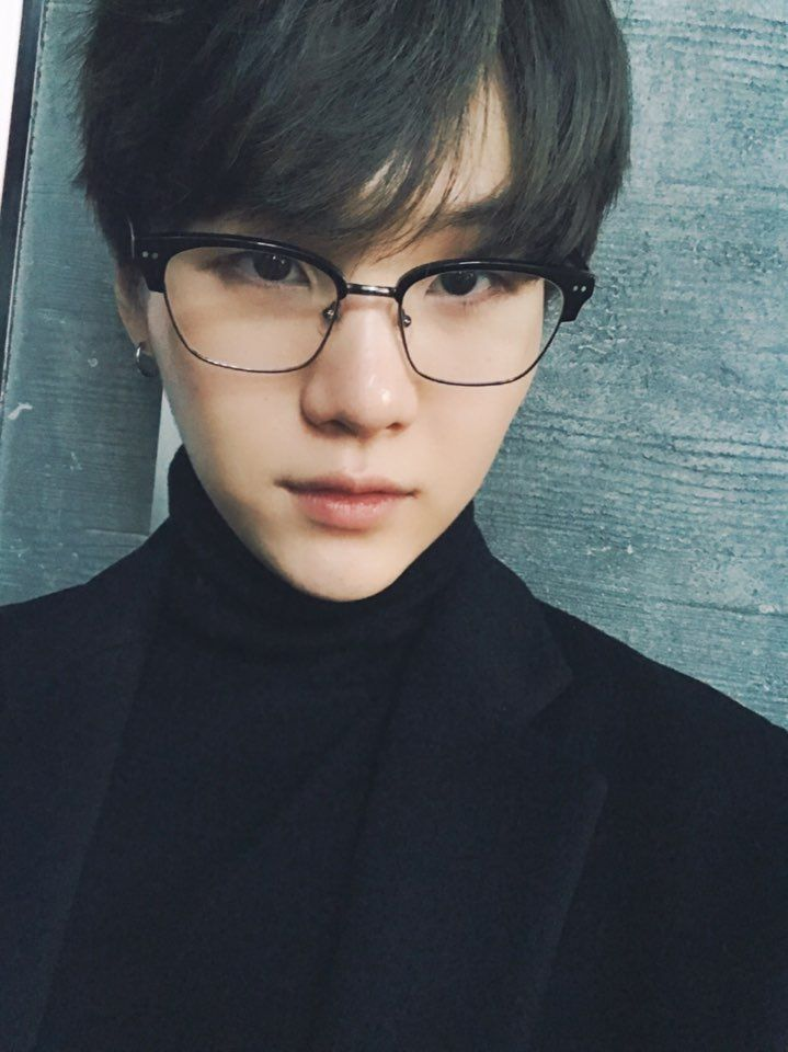 Suga ❤ [BTS Trans Tweet] 갸르륵 갸르륵 / Kyareureuk kyareureuk (갸르륵 - sound of child-like laughter. YOONGI WHY IS HE SO HANDSOME. JUST LOOK AT HIM. ITS BEEN CENTURIES. WE MISSED YOU) #BTS #방탄소년단