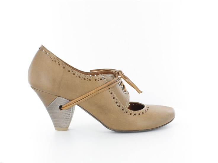Nic Dean camel leather laced up shoes  From 120.00e get the 50% off