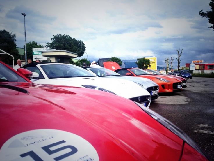 consegnate alla concessionaria Jaguar di Brescia ci spostiamo in città per assistere alla mitica 1000 Miglia