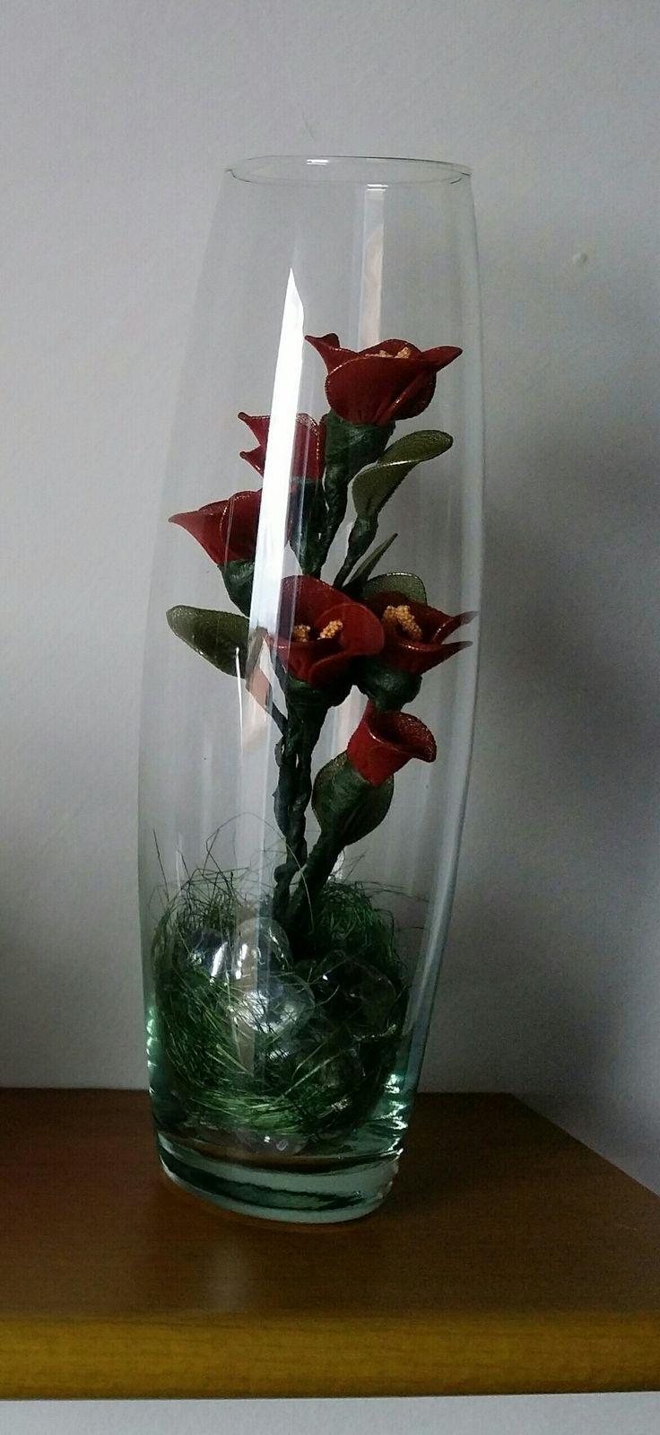 Composizione di fiori con collant fil di ferro e guttaperca
