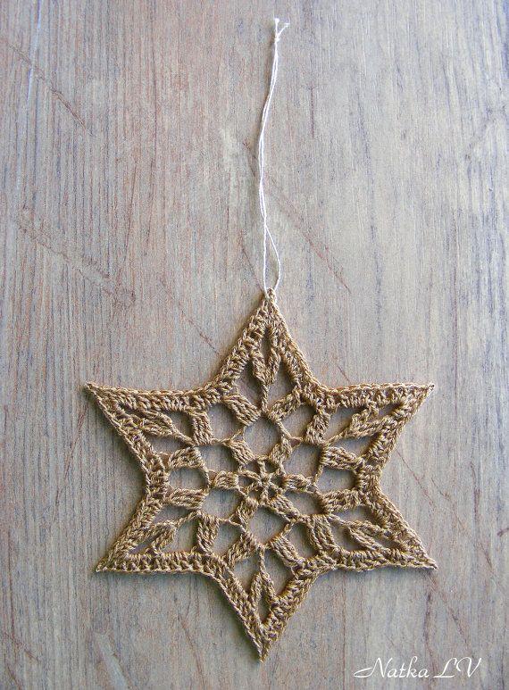 Hier zijn 6 mooie haak sterren of sneeuwvlokken voor uw huis of kantoor decoratie. Ze zijn geschikt als decoratie voor de kerstboom, als een venster decor of als muur opknoping. Zou een perfecte gift van Kerstmis. Kunnen ook een decoratie voor Hanukkah dag als Magen David (ster van David)!  Diameter: ongeveer 5(13 cm) voor elk ster / sneeuwvlok. Materialen: garen. Kleur: beige met goud.  Hand haakwerk met liefde in een rook-vrij, huisdier-gratis huis.