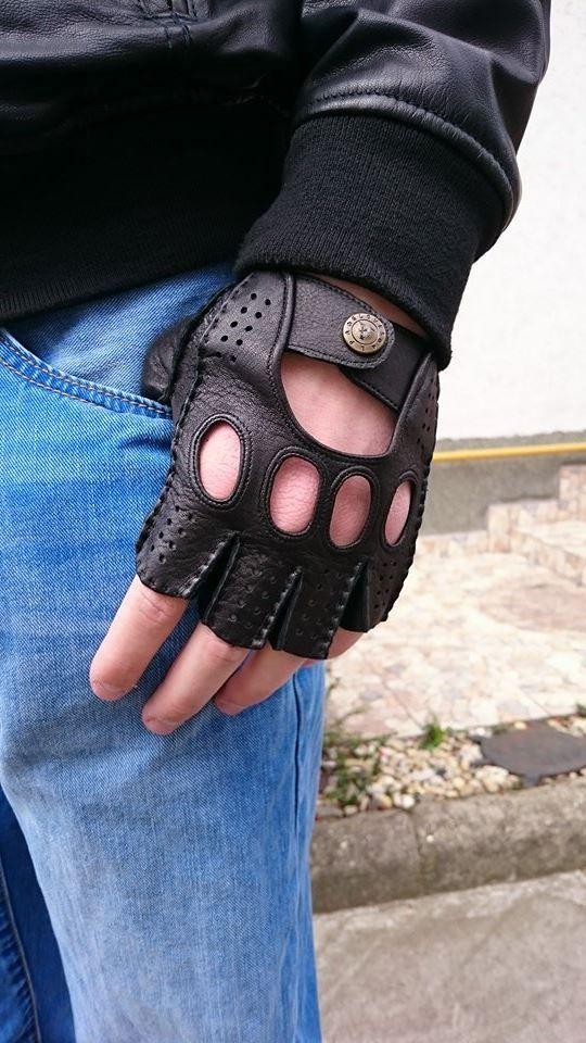 Men's deerskin driving gloves. alpagloves.com