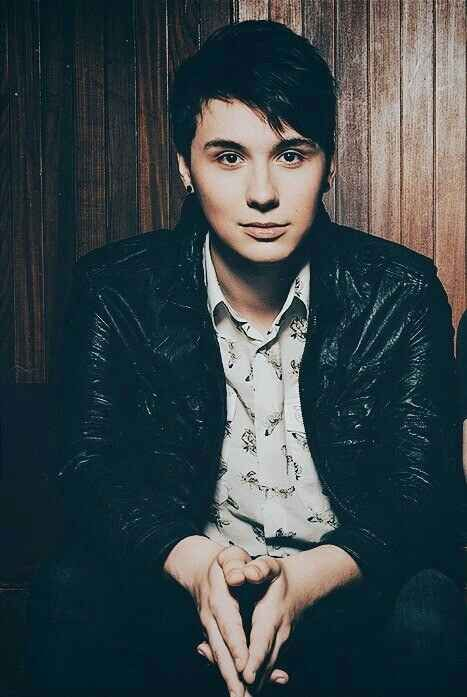 15. Dan Howell<<< WHAT SO YOU MEQN 15...DAN AND PHIL ARE THE HOTTEST GUYS DUH<TYLER OAKLEY WAS LIKE 18th AND CASPER WAS 17th AND THERE WAS NO JOE SUGG!??!??