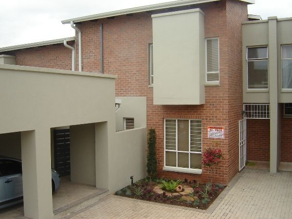 The Green Door - The Green Door is a three-bedroom unit located in a security complex.  Situated in quiet surroundings, it is close to a shopping centre, airport and several tourist destinations such as the Kruger National ... #weekendgetaways #nelspruit #lowveldlegogote #southafrica