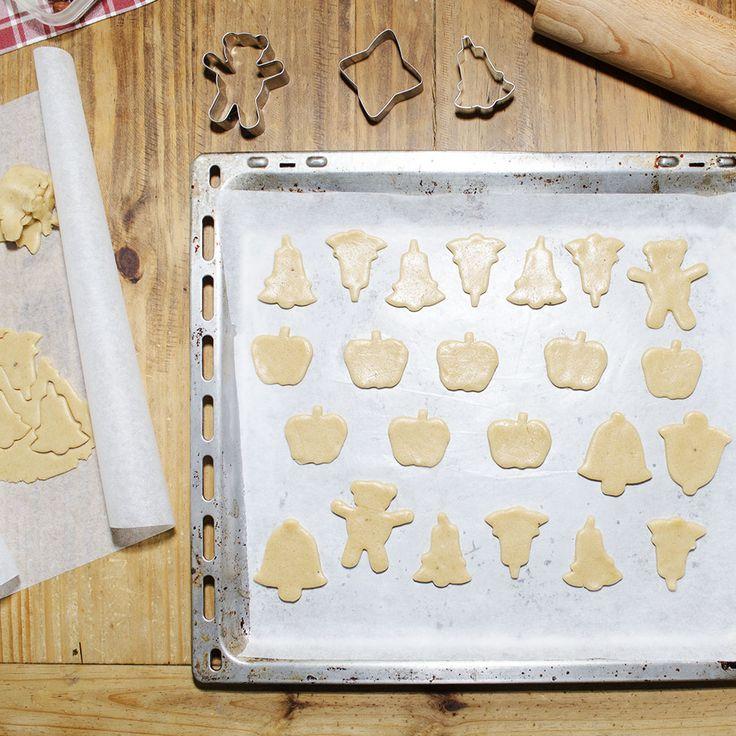 E dopo tutte queste serate dedicate ai biscotti, non potevano mancare i supernatalizi biscottini allo zenzero. Ecco a voi la ricetta: INGREDIENTI: 420 gr F