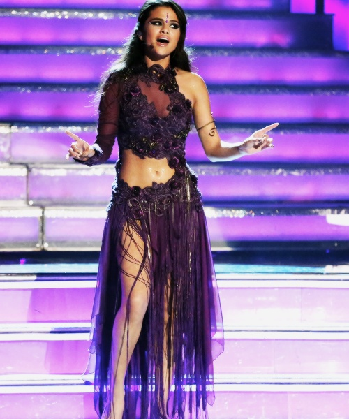Selena Gomez performing 'come and get it' on dancing with the stars❤