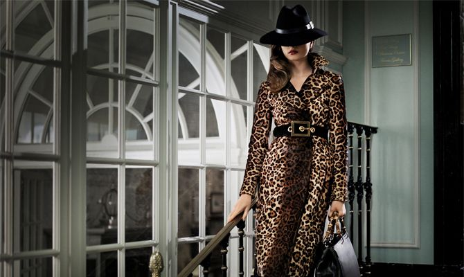 В демисезонных коллекциях все чаще можно увидеть леопардовый принт. В этом году он украшает пальто. Леопардовое пальто — вещь претенциозная, но не лишенная легкой иронии.
