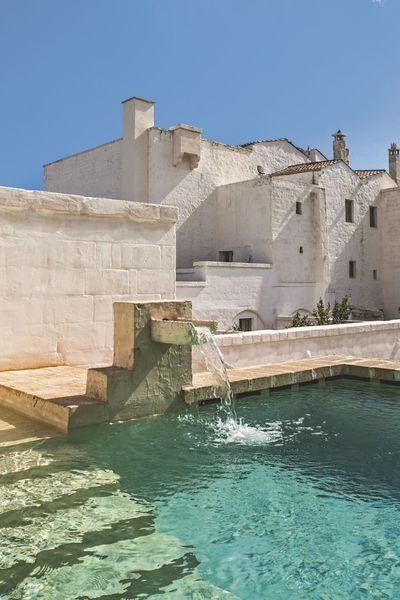 L'une des deux piscines de la Masseria Le Carrube …