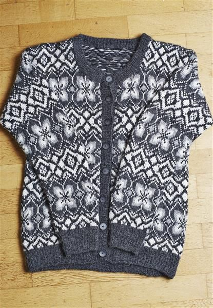 'Jølser' kofte // 'Jølster' cardigan for women