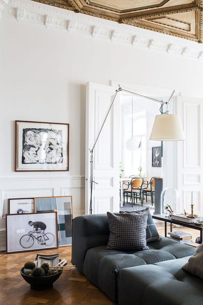 Post: Un impresionante piso del siglo XIX --> decoración clásica, decoración glamour, decoración nórdica, decoración sueca, estilo nórdico escandinavo, piso del siglo XIX, suelo de madera espiga, muebles de diseño, puerta correderas